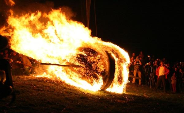 Brennendes Rad kurz nach dem Abstoßen_600breit